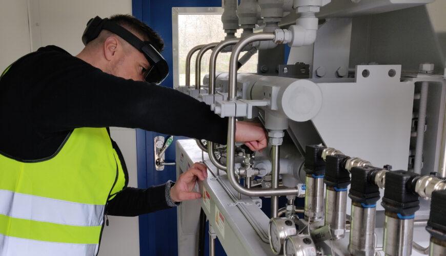Naerenergi tekniker guides via AR HoloLens