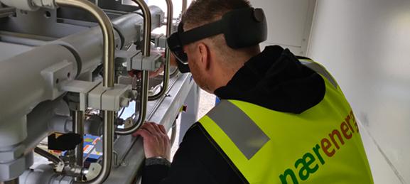 Naerenergi tekniker installerer biogastankstation med AR teknologi